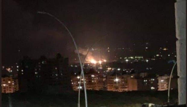 """""""La ciudad se sacudió a la mitad de la noche"""", comentó un residente de Damasco, que habló bajo condición de anonimato debido a temores por su seguridad."""