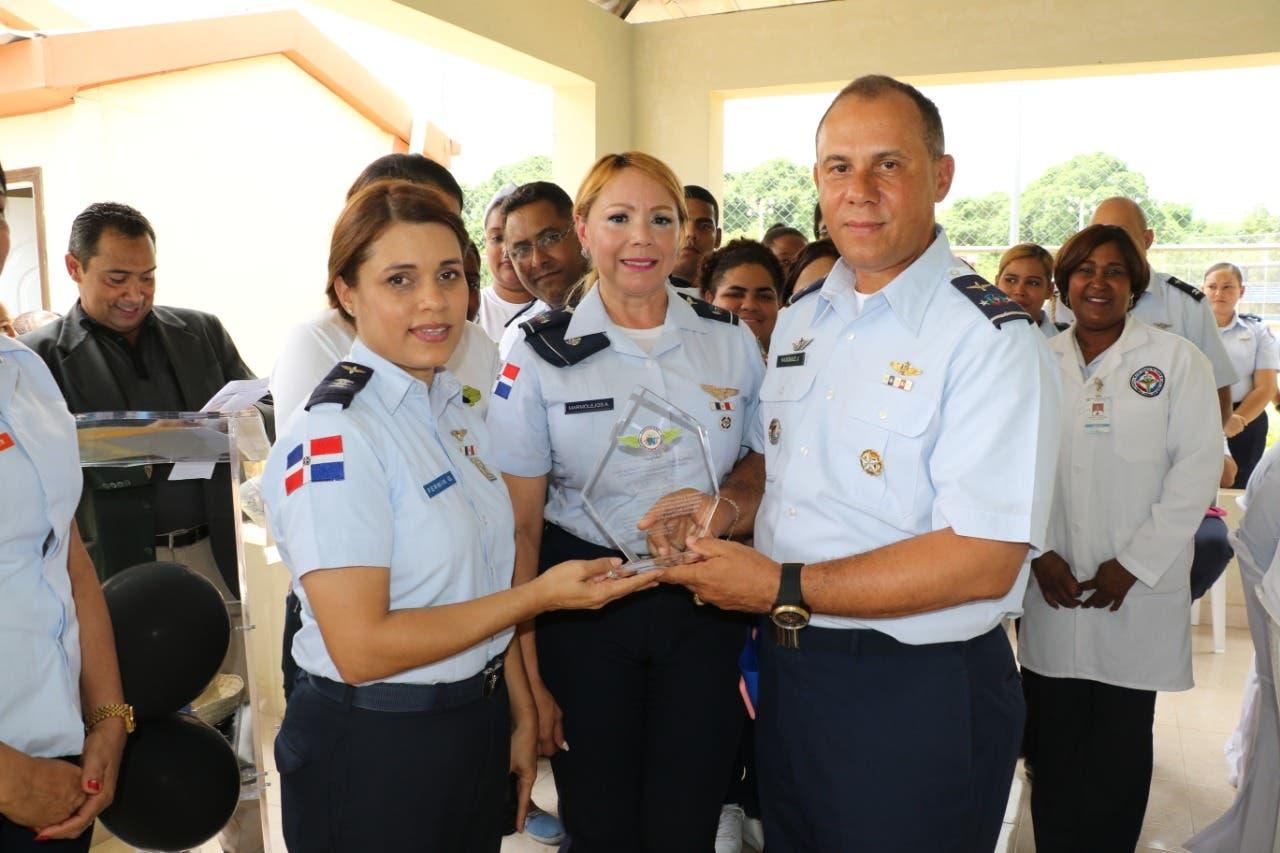Fuerza Aérea ofrece fiesta con motivo del Día de los Padres a miembros retirados