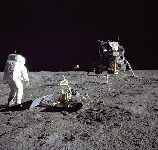 Fotografía cedida por la NASA donde aparece el piloto del módulo lunar, el astronauta Edwin E. Aldrin Jr. durante una actividad extravehicular en la superficie de la luna. Medio siglo después del inicio de la histórica misión Apolo 11, un viaje de ida y vuelta a la luna con tres astronautas a bordo, la hazaña será conmemorada mañana con distintas actividades en el Centro Espacial Kennedy de Cabo Cañaveral (Florida, EE.UU.), donde estarán dos de sus protagonistas. EFE/NASA/SOLO USO EDITORIAL/NO VENTAS