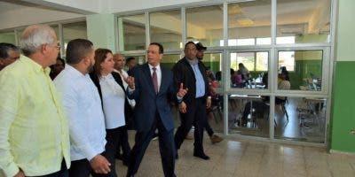 El ministro dijo que el concurso de Oposición Docente, el cual llevaba dos años sin realizarse, se desarrolla con gran participación.