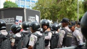 El Congreso fue militarizado otra vez este lunes. Foto: Jorge González.