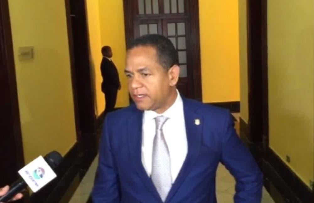 Senador Julio César Valentín.