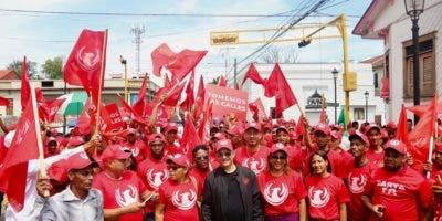 foto-santiago-quique-antun-con-jovenes-del-movimiento-social-_basta-ya_