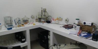 Las autoridades ocuparon medicamentos adulterados por un monto total de RD$16 millones 196,151.00, una gran cantidad de equipos de laboratorio, una cuantiosa cantidad de insumos químicos y materias primas para la elaboración de los medicamentos.