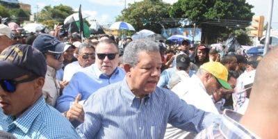 El expresidente Fernández llegó al punto de partida de la marcha a las 4:00 de la tarde.