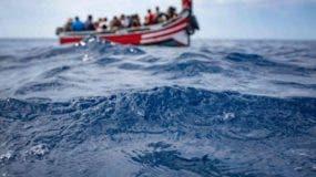 Más de 80 migrantes desaparecidos en naufragio frente a costas de Túnez.