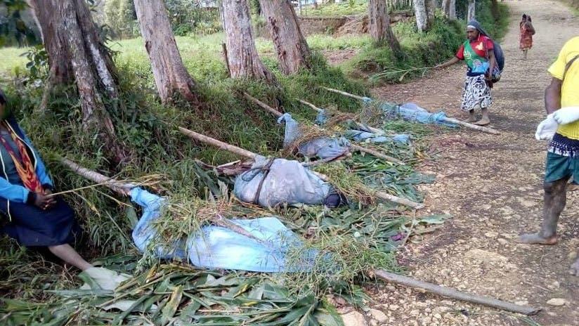 Cadáveres antes del entierro tras un ataque violento en Tari, Papúa Nueva Guinea.
