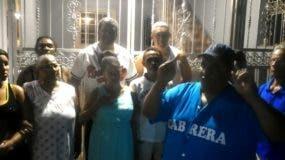 Los comunitarios denunciaron que los agentes de la DNCD hicieron un allanamiento ilegal en la  vivienda del joven.