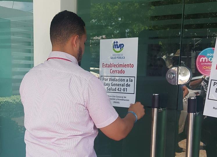 Salud Pública cierra Centro de Ginecología Dr. Burgos Mercado por incumplimiento de normas
