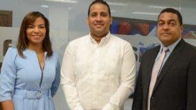 La periodista Senabris Silvestre, Odalís Vega y el director de EL DÍA, José Monegro.  José de León