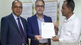 Teófilo Rosario y  José Miguel Vásquez entregaron registro.