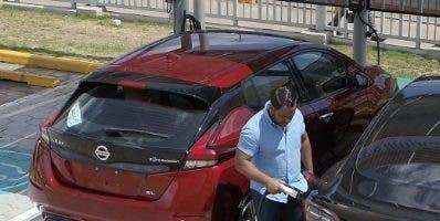 Clientes podrán cargas sus vehículos gratis