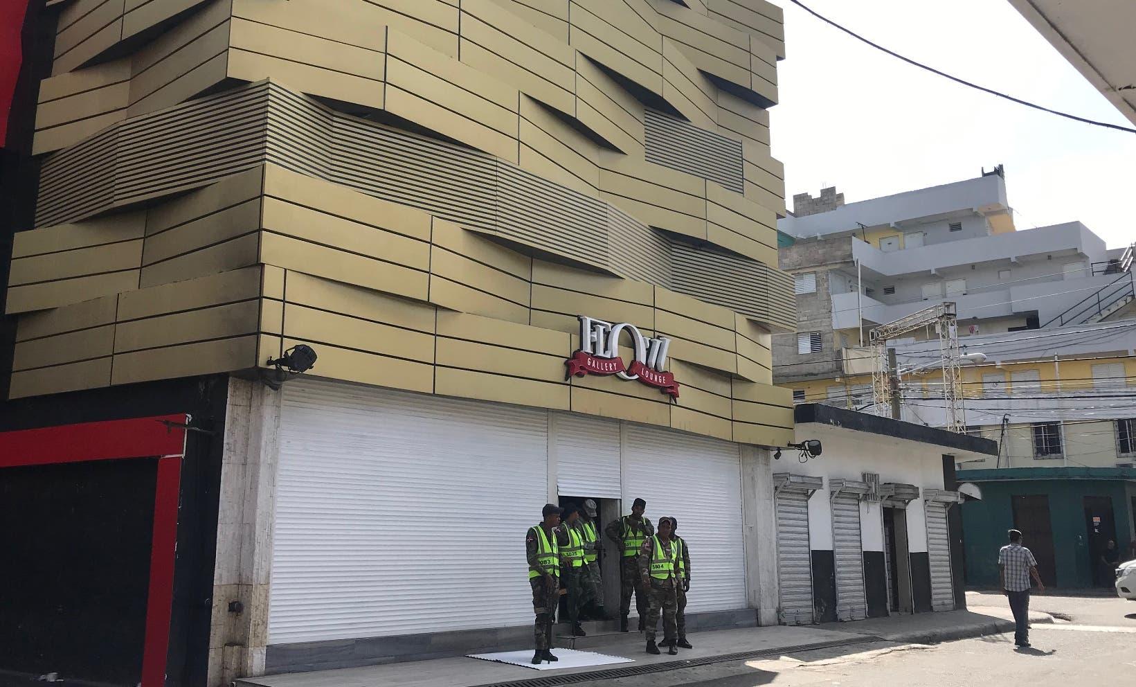 Efectivos militares durante la  intervención a la discoteca Flow Gallery Lounge en Villa Consuelo.  José de León