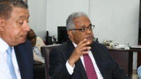 El ministro en reunión  con las autoridades del Robert Reid.