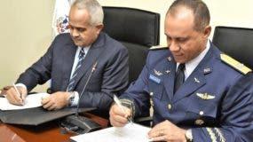 Osmar Benítez   yRichard Vásquez Jiménez firmaron acuerdo.