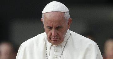 """El papa reza por """"los ancianos que están solos y con miedo"""" por coronavirus"""