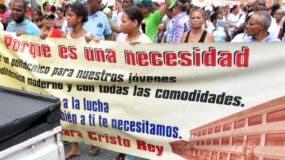 Miembros de la comunidad reclaman la construcción de un politécnico.  AGENCIA FOTO