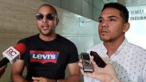 Otoniel Gutiérrez Cruz y Carlos Miguel Escotto tras  ser interrogados en la Procuraduría.