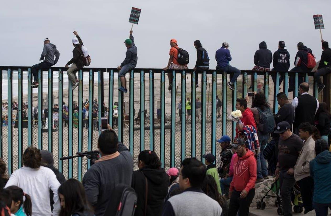 Los nuevos requisitos   harán más difícil  que los inmigrantes  reciban la residencia legal.