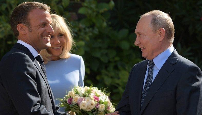 Emmanuel Macron reunido con  Vladímir Putin en París.