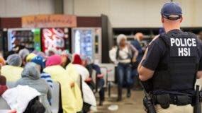 Hay cientos de migrantes detenidos en Mississippi.