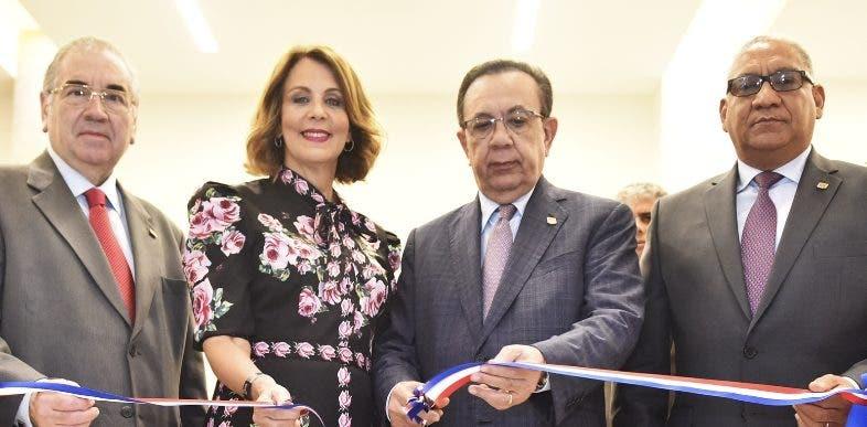 Manuel García Arévalo, Clarissa de la Rocha de Torres, Héctor Valdez Albizu y Ervin Novas Bello.