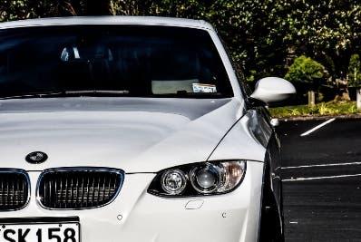 Joven hundió BMW le dieron; quería un Jaguar