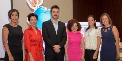Wendy Hamilton, Hegla De Los Santos, Miguel Franco, Altagracia Páez, Paula Fuentes y Marinieves Burgos.