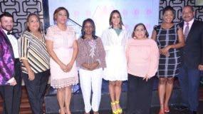 Juan Tomás, Siddy Roque, Santa de la Cruz, Raquel Lugo, Claudine Nova, Mirna Pimentel, Zoila de León y Florentino Durán.