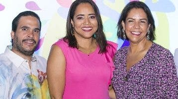 Oscar Guzmán, Martha Martínez y Alexandra Matos.
