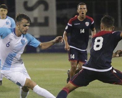 Acción en el partido entre Guatemala y Dominicana.