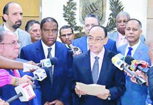 Miembros del PLD depositaron aspirantes irán a primarias.