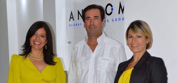 Mónica Herrera, Steven Ankrom y Doralba de Ankrom.