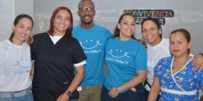 Voluntarios dentistas que se trasladaron a la comunidad Jaibón, Laguna Salada.