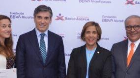 Isabel García, Javier Flores, Mercedes Canalda de Beras-Goico y Ricardo Canalda.