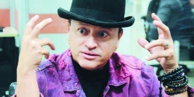 Elvis Crespo mientras respondía preguntas en la redacción de EL DÍA.  Jorge González