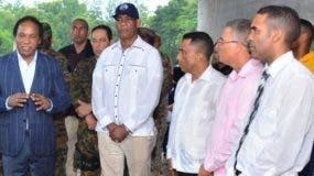 Jorge Zorrilla Ozuna, junto a autoridades y miembros del instituto.