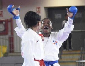 Pamela Rodríguez celebra conquista del oro.