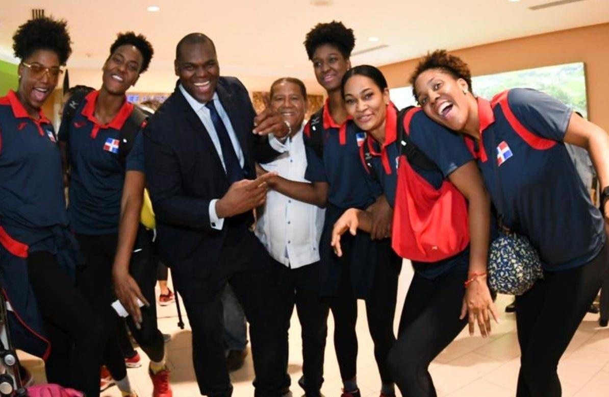 Atletas dominicanos  llegan llenos de júbilo desde Lima