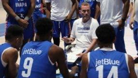 Néstor-Ché-García instruye a sus jugadores durante prácticas en España.  fuente externa
