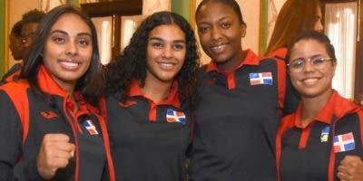Parte de los  atletas que fueron recibidos ayer por el Presidente.  Alberto Calvo.