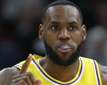 LeBron James, estelar jugador  de los Lakers.  A p