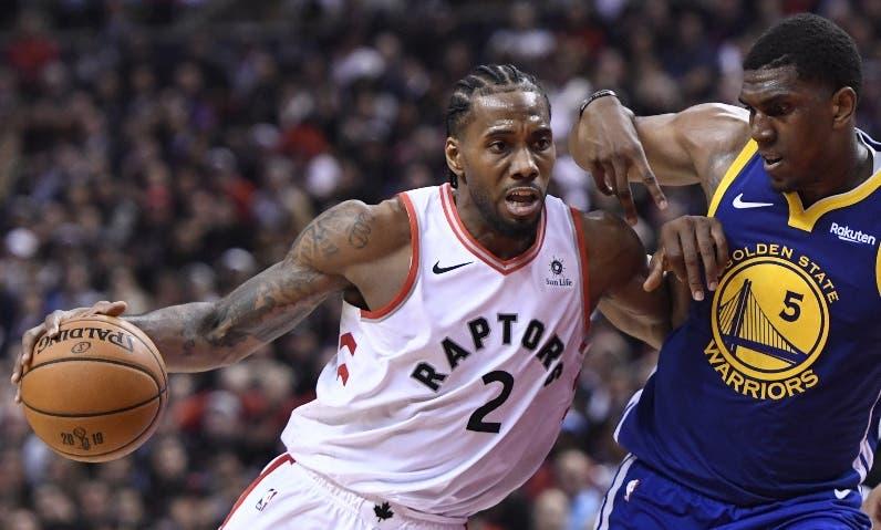 Kawhi Leonard estrenará  franela la de los Clippers.  AP