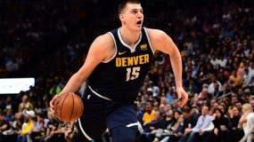 El serbio Nikola Jokie es uno de los jugadores estelares de la NBA de Europa que estará en el Mundial de China.  AP