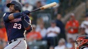 El dominicano Nelson Cruz se mantiene como uno de los bateadores más productivos en las Grandes Ligas.  Ap