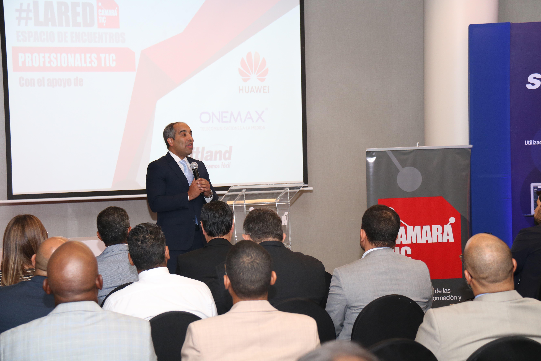 El acto estuvo encabezado por el Ing. José Armando Tavarez, presidente de la Cámara TIC, Mite Nishio y Arturo López Valerio, ambos miembros de la junta directiva de dicha organización.