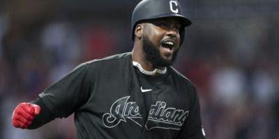 Franmil Reyes descargó todo su poder ayer para dar la victoria de Cleveland.  AP