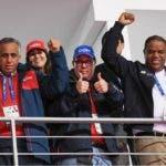 Autoridades y empresarios que apoyaron atletas.  EXTERNA