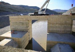 Los túneles de la presa   desviarán el cauce del río Yaque del Sur.  fuente externa