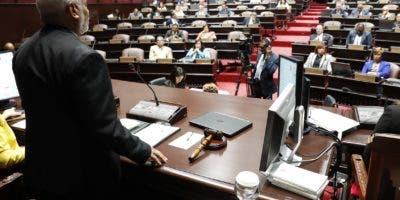Radhamés Camachi, presidente de la Cámara de Diputados  se dirige a los presentes  en una sesión.  Archivo